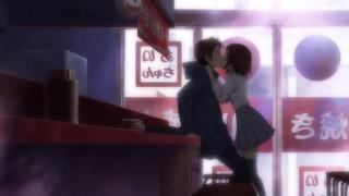 眞一郎にキスする愛子