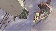星道館に流れ弾が当たる。落下するシェリルを助けようとするアルト